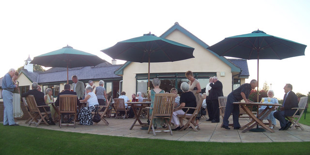 Tiverton Golf Club : Patio & Clubhouse