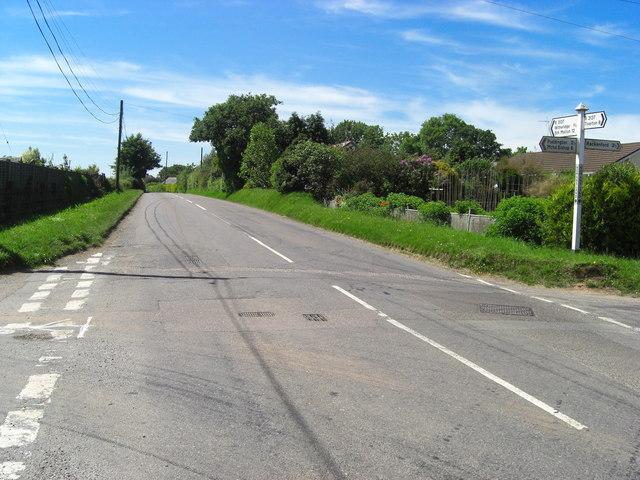 Nomansland : B3137 facing South Molton