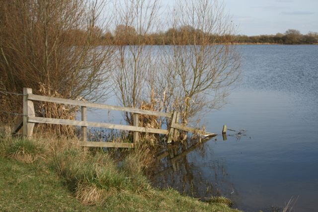 Lakeside scene off the Great Ouse Way