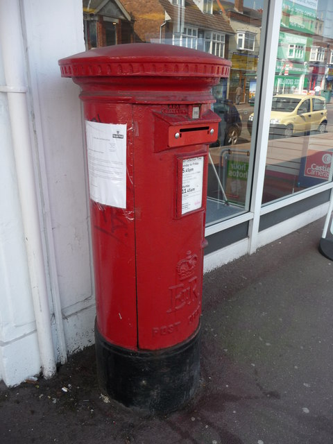 Bournemouth : Winton, Wimborne Road Postbox