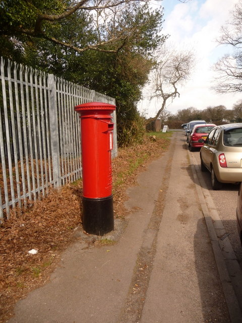 Woolsbridge: postbox № BH21 123, Old Barn Farm Road