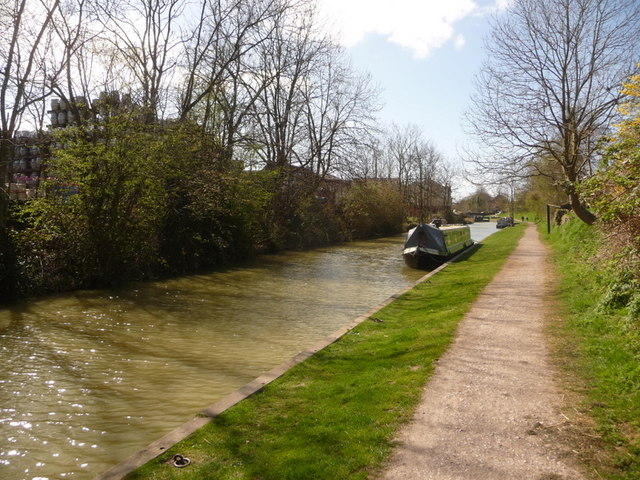 Devizes: canal and barrels
