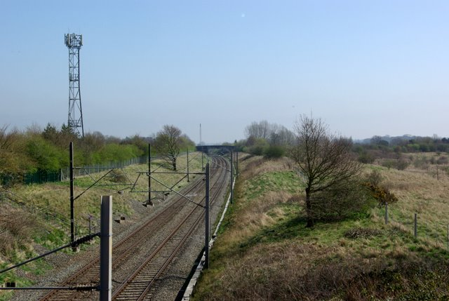 The railway line towards Rugby from the Brandon Lane bridge