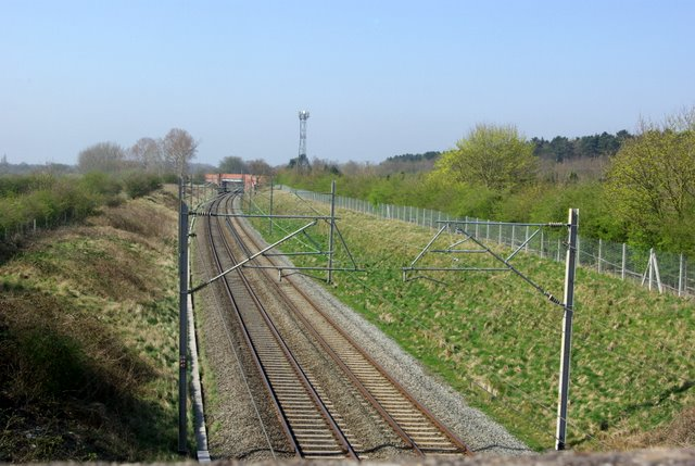 The railway line towards Coventry from the golf course bridge