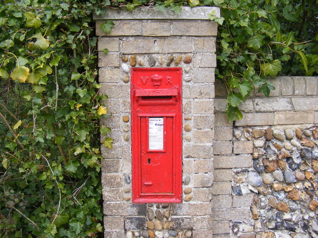 Foxborough Hall Victorian Postbox in Saddlemakers Lane