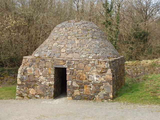 Stone domed beehive hut, Irish National Heritage Park