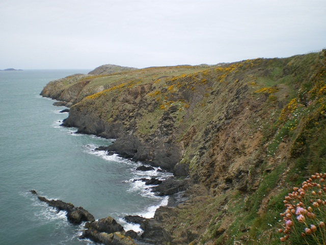 Along the cliffs to Penlledwen