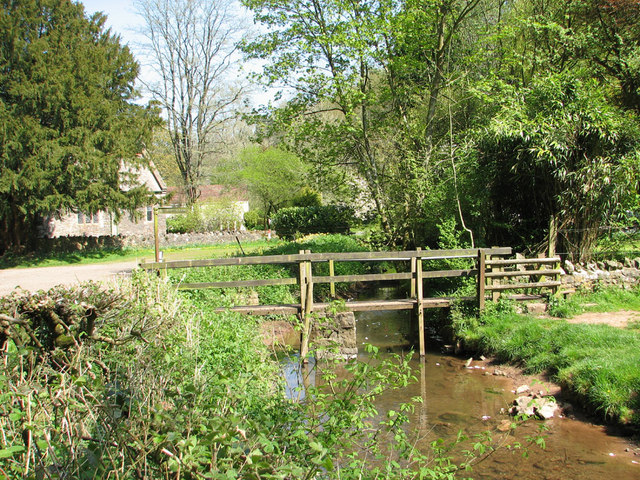 Footbridge over the Mounton brook