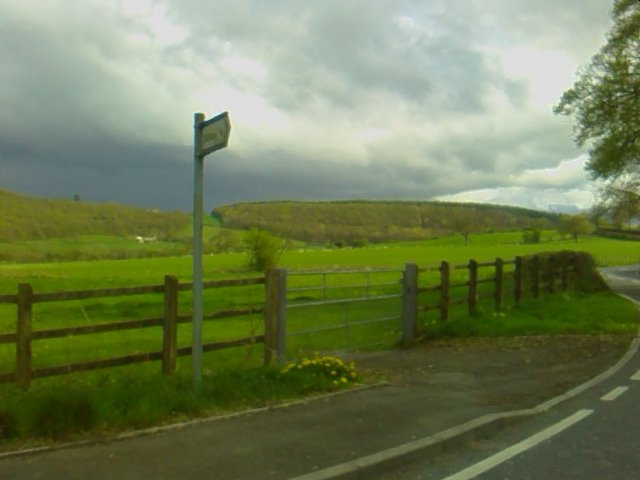 Mynegbost Silian signpost (A485)
