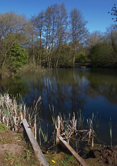 Fishing pond near market weighton paul harrop cc by sa for Ponds to fish in near me