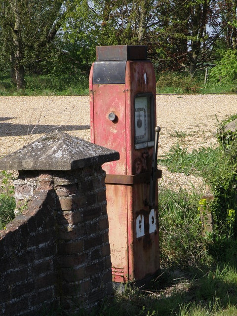 Roadside fuel pump, Roothams Green