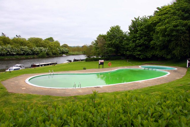 Shillingford Bridge Hotel Swimming Pool Steve Daniels Geograph Britain And Ireland