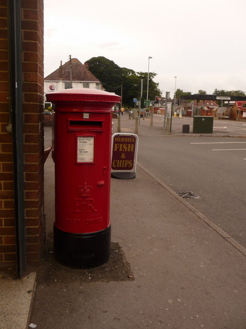 West Parley: postbox № BH22 25, New Road