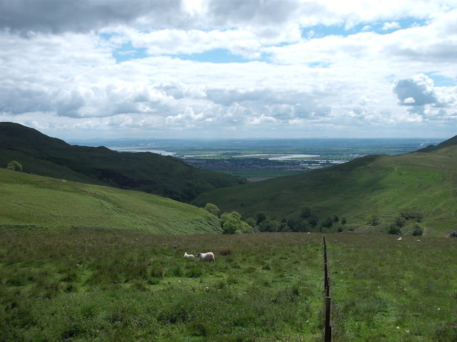 Looking towards the Menstrie burn and the Forth Valley
