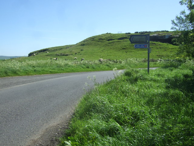 Countryside and road junction at Hetherington