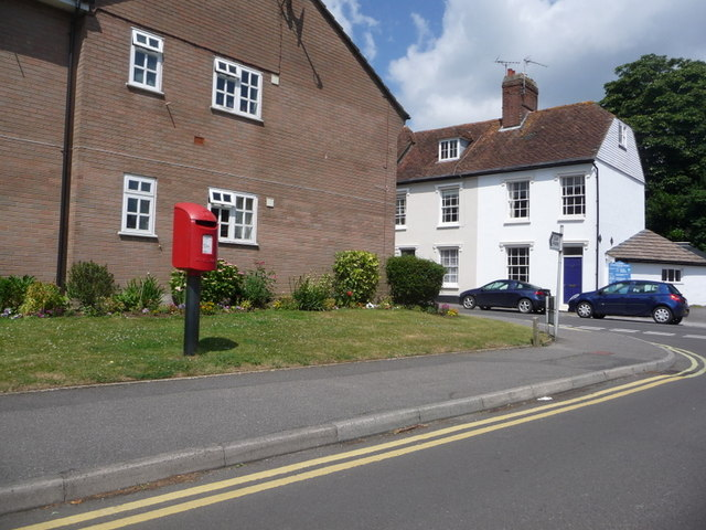 Blandford Forum: postbox № DT11 39, Eagle House Gardens