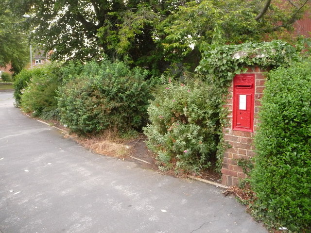 Christchurch: postbox № BH23 66, Bingham Road