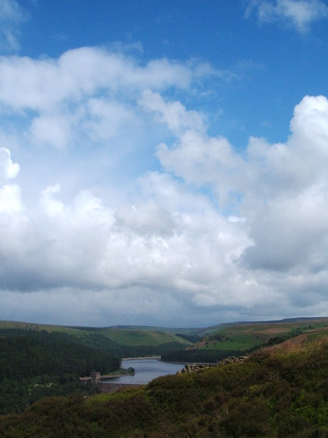 Howden Reservoir  from  Abbey Bank