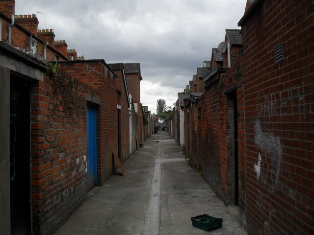 Entry between Dromore St and Reid St, Cregagh