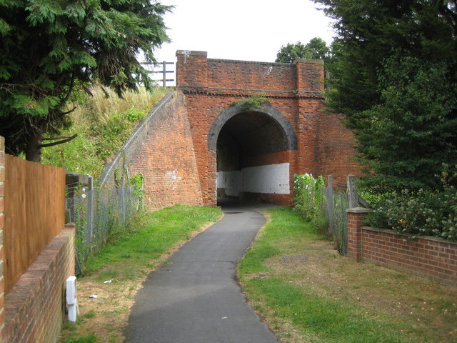 Cove: Frog Lane railway bridge