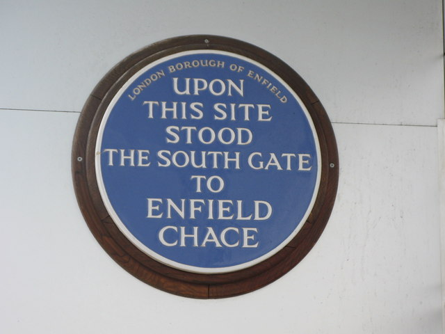 South Gate to Enfield Chase blue plaque - Upon   this site  stood  the South Gate  to   Enfield  Chase