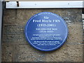 Photo of Fred Hoyle blue plaque