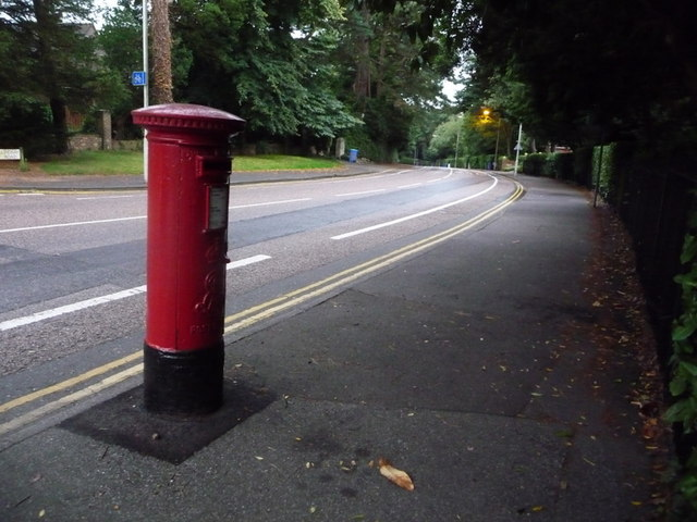 Branksome: postbox № BH13 130, Lindsay Road