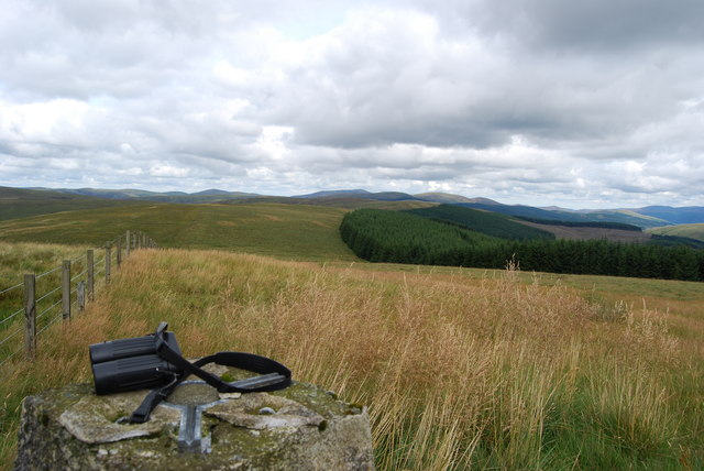 Looking north to Dun Law from Clyde Law