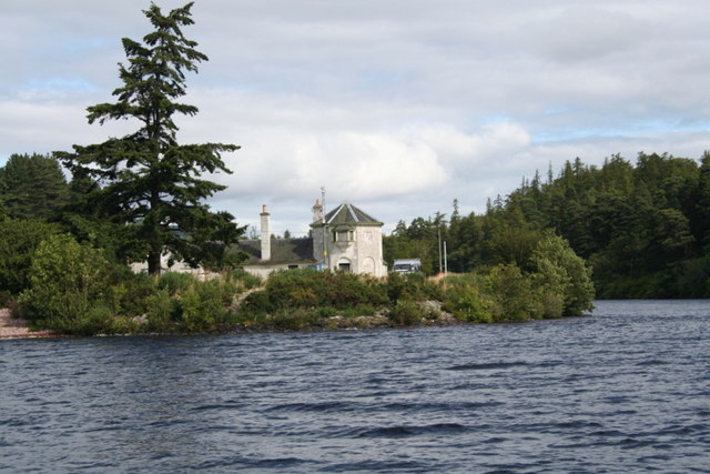 Dwelling at the mouth of Loch Dochfour