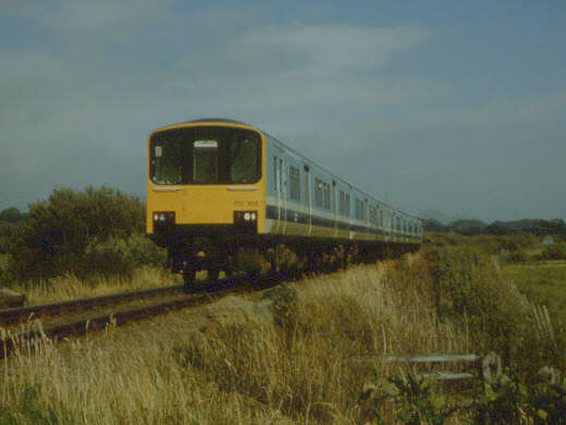 Sprinter train at Aberkin crossing