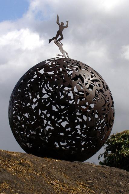 Sculpture alongside the Itchen Way