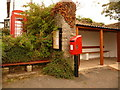 SS7104 : Zeal Monachorum: postbox № EX17 106 and phone by Chris Downer