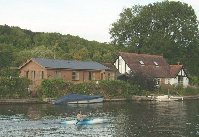Canoeing on the Thames, Henley On Thames