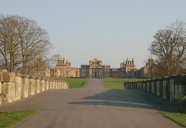 Blenheim Palace & Grand Bridge
