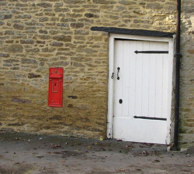 G R Postbox, King's Sutton