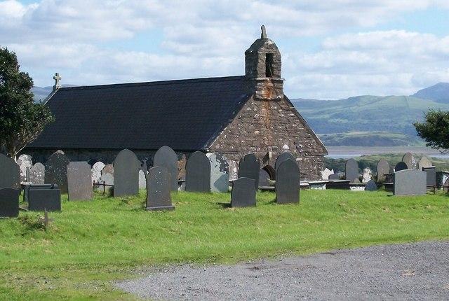 Eglwys Mihangel Sant/St Michael's Church, Treflys