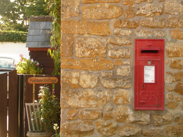 Broadoak: postbox № DT6 19
