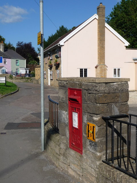 Bridport: postbox № DT6 38, St. Andrew�s Road