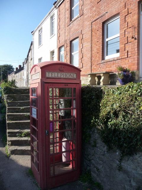 Bothenhampton: west along Main Street