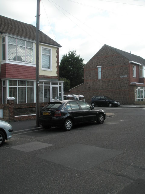 Approaching the junction of  Kensington Road and Winton Road