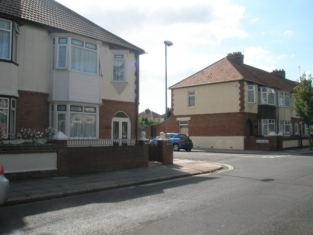 Approaching the junction of  Kenyon Road and Mayfield Road