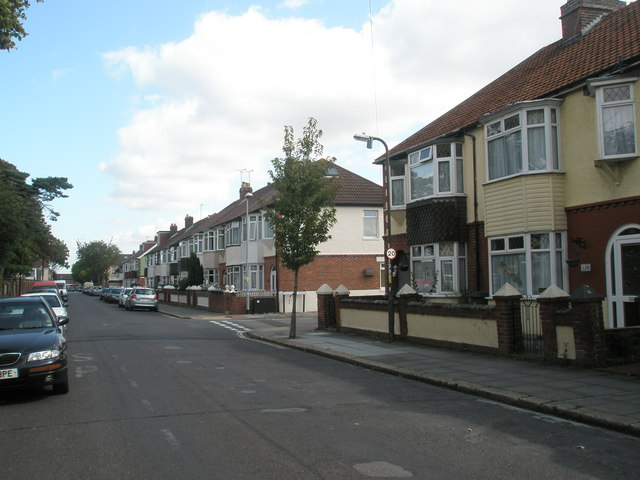 Approaching the junction  of Mayfield Road and Kenyon Road
