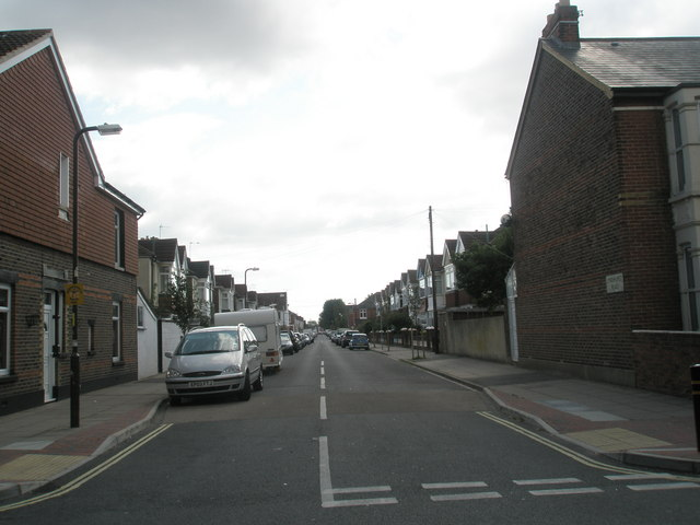 Looking southwards from Mayfield Road down Lyndhurst Road