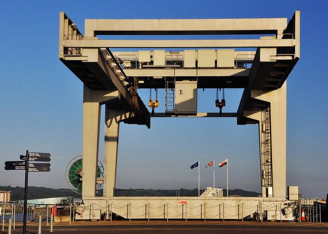 Overhead gantry crane - Cardiff Bay