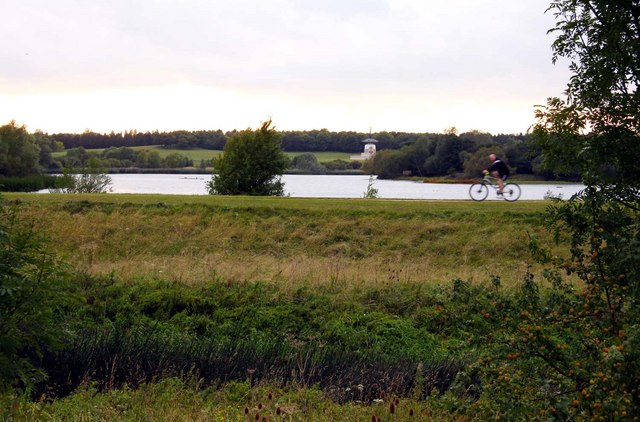 Cycle track by Willen Lake