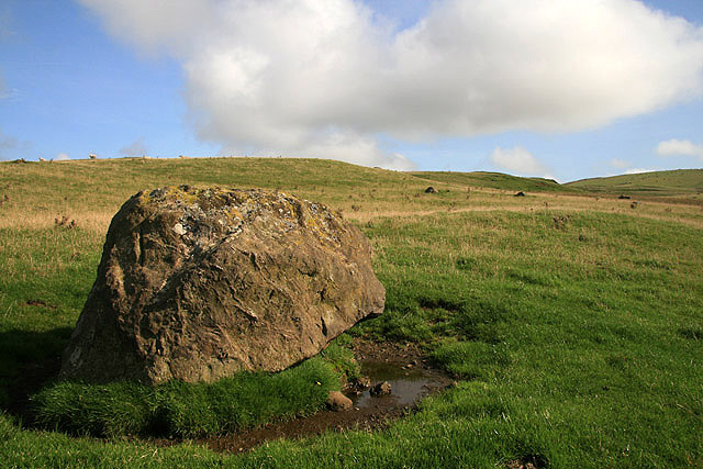 A boulder to the west of Knockdaw Hill