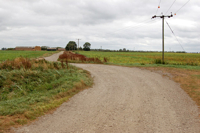 A bend in the track to Home Farm