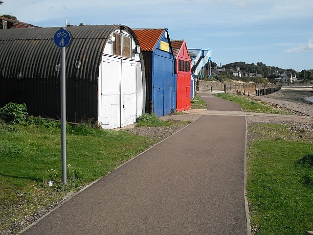 Coastal path between Dundee and Broughty Ferry