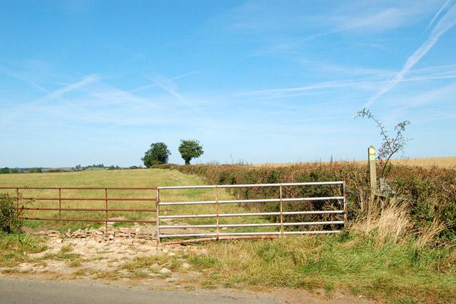 Valley Farm to Kites Hardwick bridleway (1)