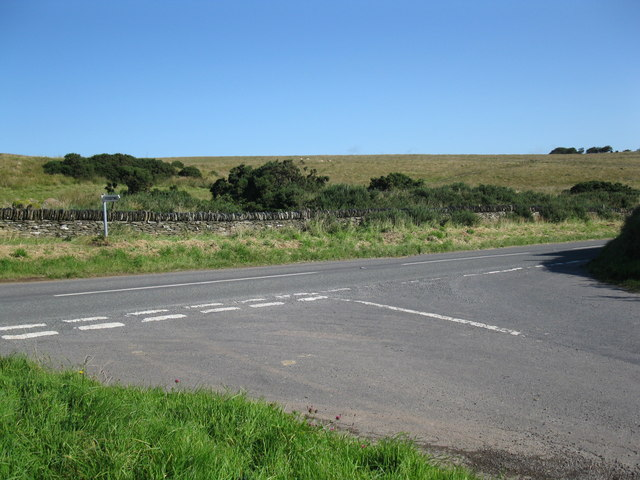 Road junction to Pickedstones